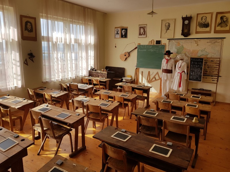 Učilnica v osnovni šoli Brihtna glava.